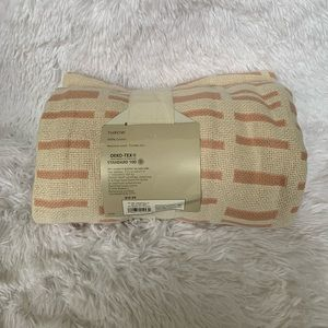 Other - NWT 100% cotton weave throw blanket